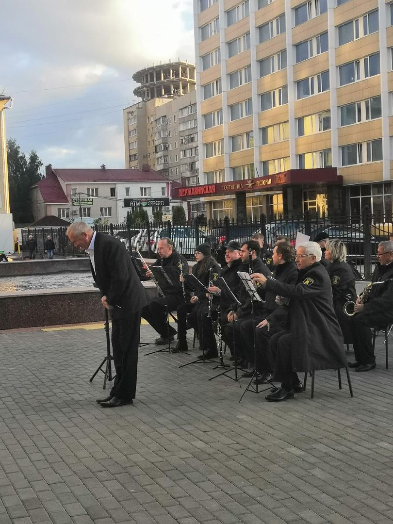 Оркестр имени Агапкина устроил праздник духовой музыки на площади Льва Толстого