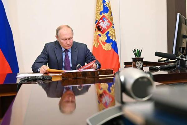 Президент России будет находиться на самоизоляции в течение нескольких дней