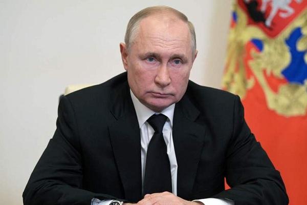 Путин поручил сделать здравоохранение доступным и отказаться от третьих смен в школах