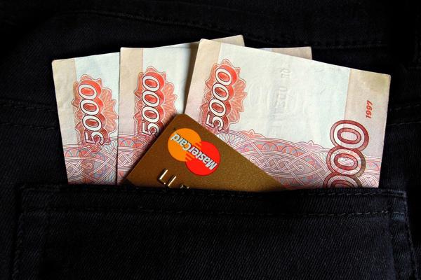 Родителям школьников хотят ежегодно выплачивать по 20 тысяч рублей