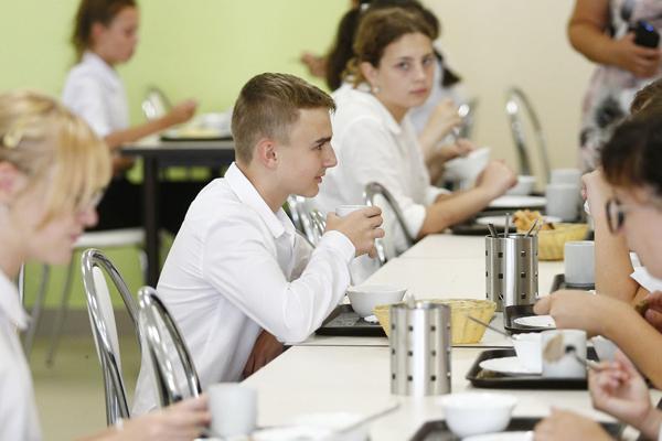 Роспотребнадзор запускает горячую линию по организации питания в школах