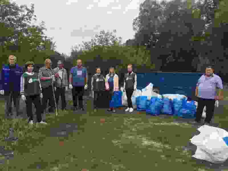 Тамбовские активисты собрали больше 50 мешков мусора на берегу Цны