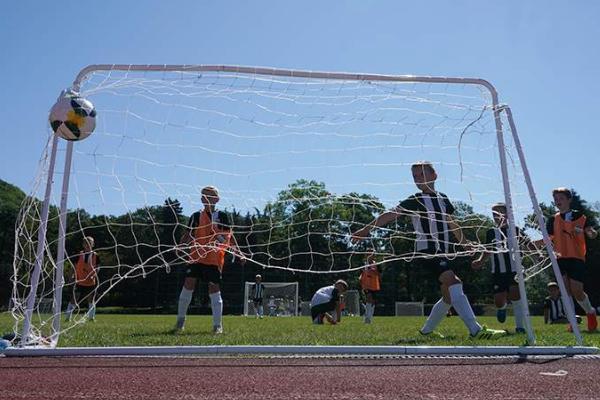 В 150-ти российских школах появятся уроки по футболу