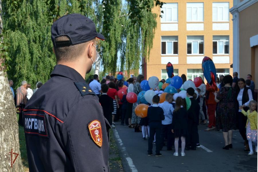 В День знаний тамбовские полицейские обеспечили правопорядок возле школ