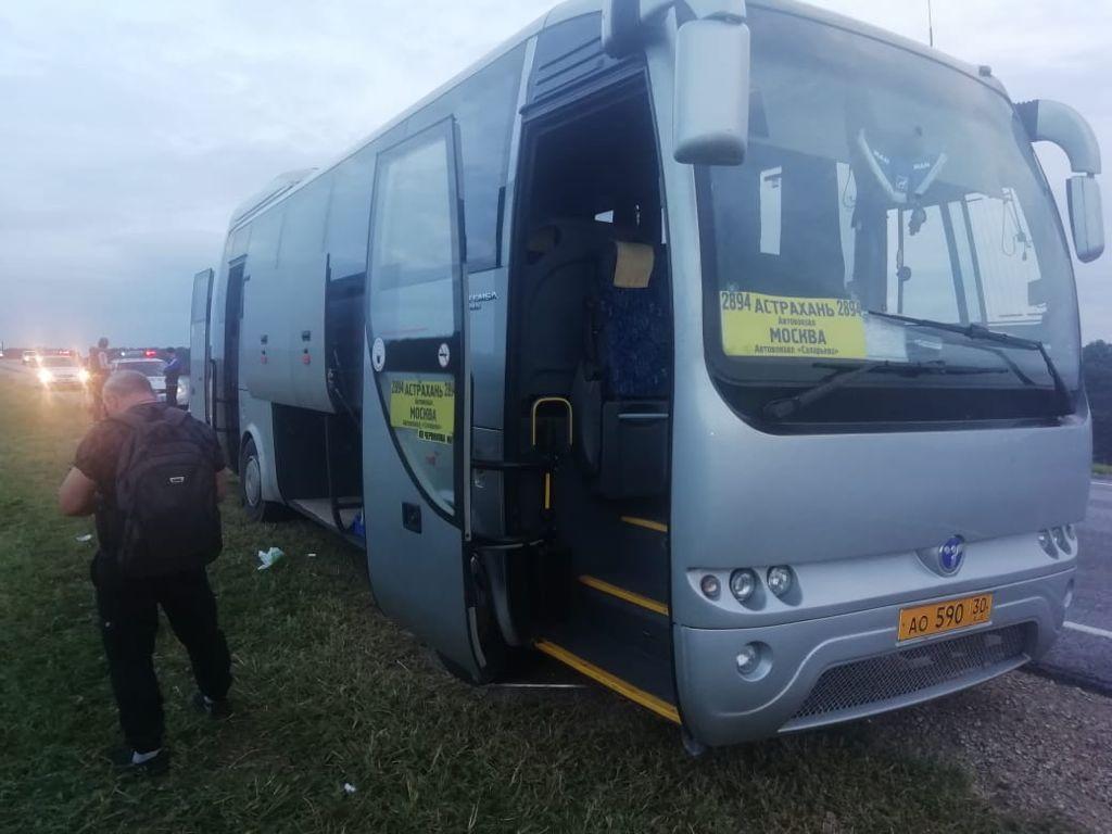 В Мичуринском районе столкнулись три легковушки и пассажирский автобус
