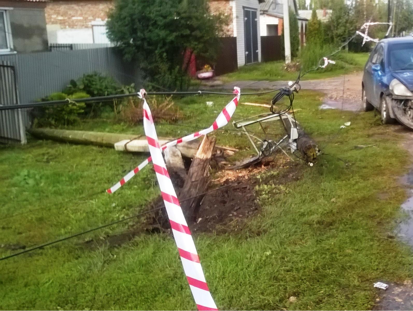 В Первомайском иномарка после ДТП врезалась в столб: есть пострадавшие