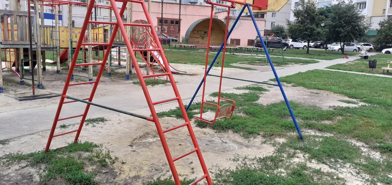 В Тамбове активисты выявили опасные детские игровые площадки