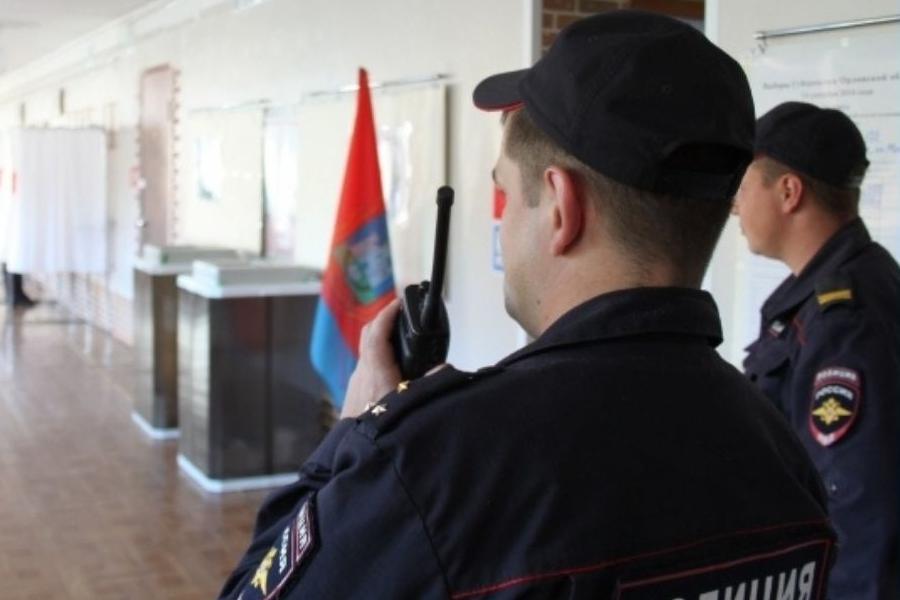 В Тамбове безопасность избирательных участков проверили полицейские и кинологи