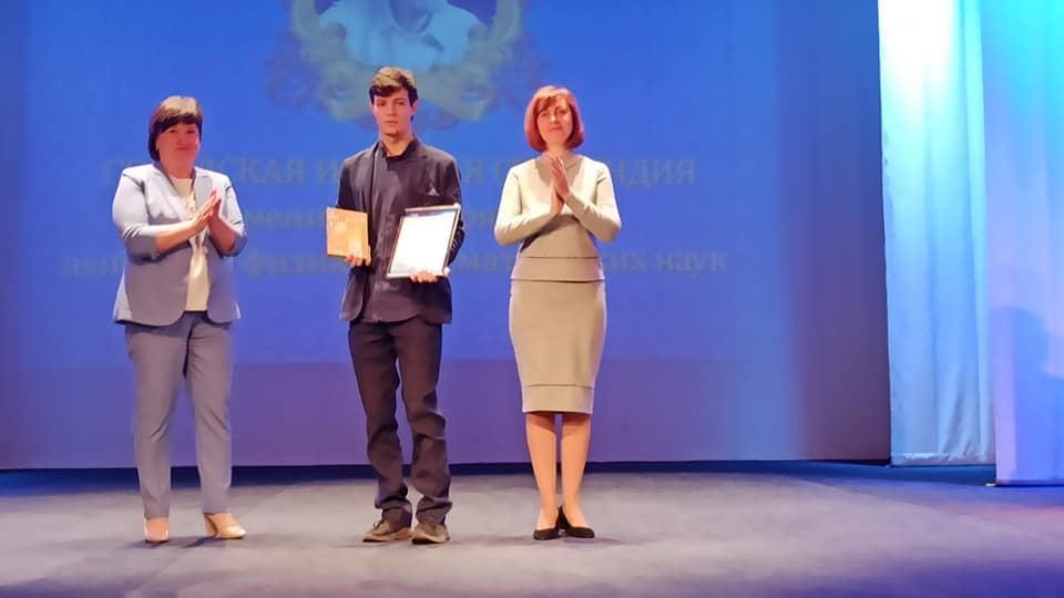 В Тамбове лучшим школьникам и студентам вручили именные стипендии и премии