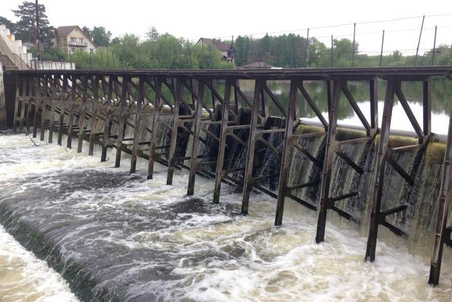 В Тамбове понижают уровень воды на реке Цна в Пригородном лесу
