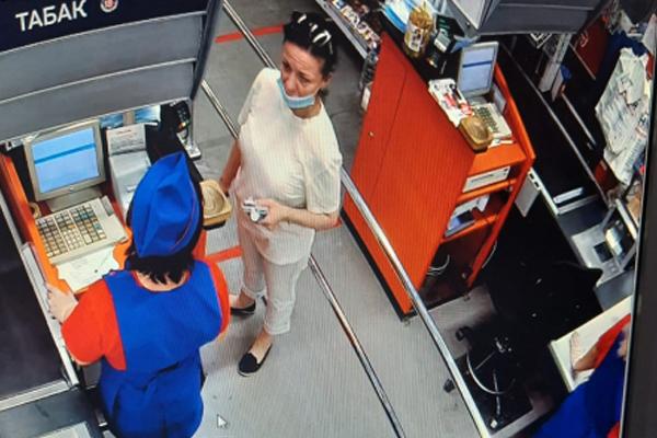 В Тамбове разыскивают женщину за попытку расплатиться чужой картой