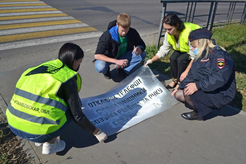 В Тамбове у пешеходных переходов нанесли предупреждающие надписи