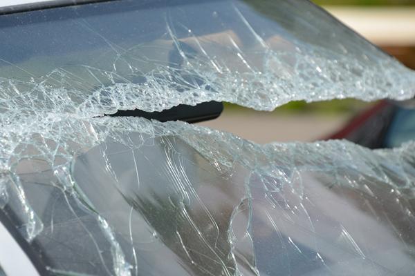 В Уварове мужчина разбил стекло автомобиля и украл оттуда кошелек