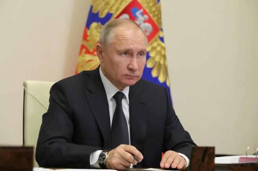 Владимир Путин предложил системно решать вопрос с уровнем доходов преподавателей