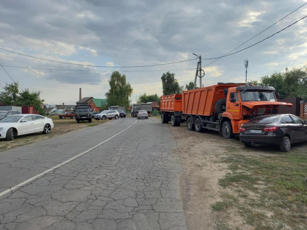 Водитель грузовика спровоцировал тройное ДТП в Рассказове