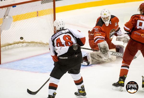 ХК «Тамбов» завершает серию выездных матчей победой
