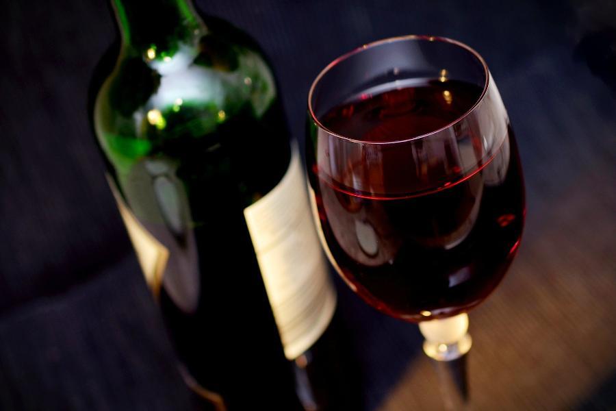 Названа доза алкоголя, которая безопасна для здоровья