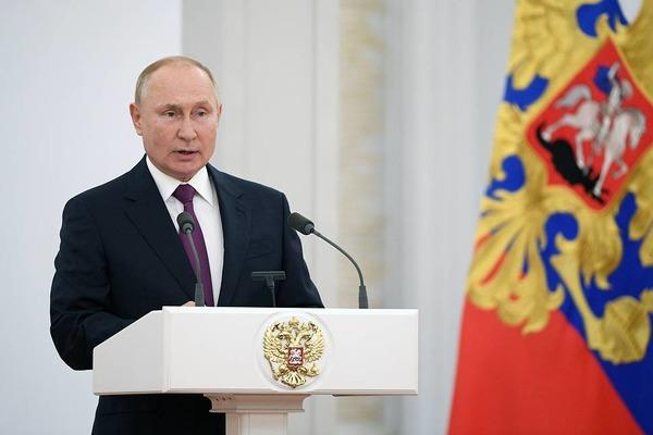 Путин назвал низкие доходы граждан главным врагом российского общества