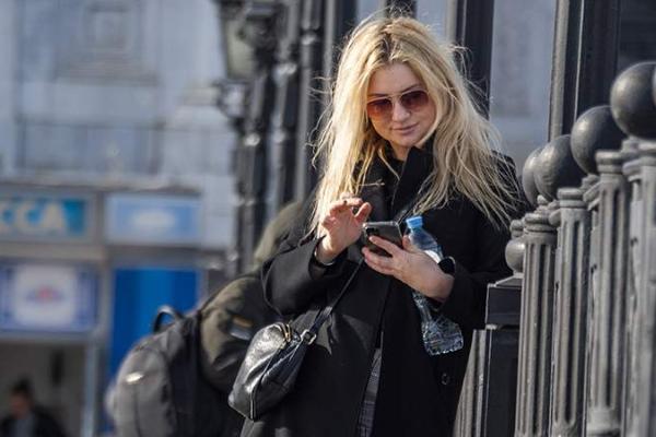 Стали известны признаки зависимости от смартфонов