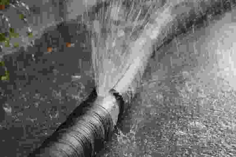 В Тамбове на Сабуровской появились гейзеры из-за очередного порыва водовода