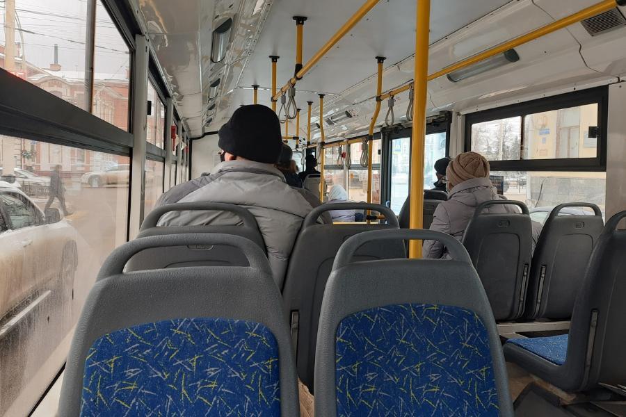 В Тамбове водитель автобуса нахамил маленькой девочке