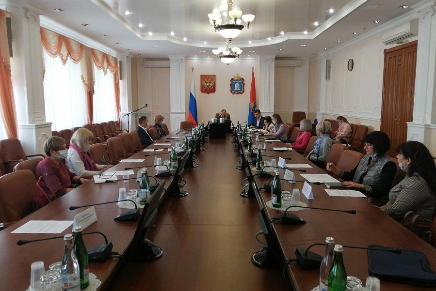 В Тамбовской области с 1 ноября непривитых сотрудников будут отстранять от работы