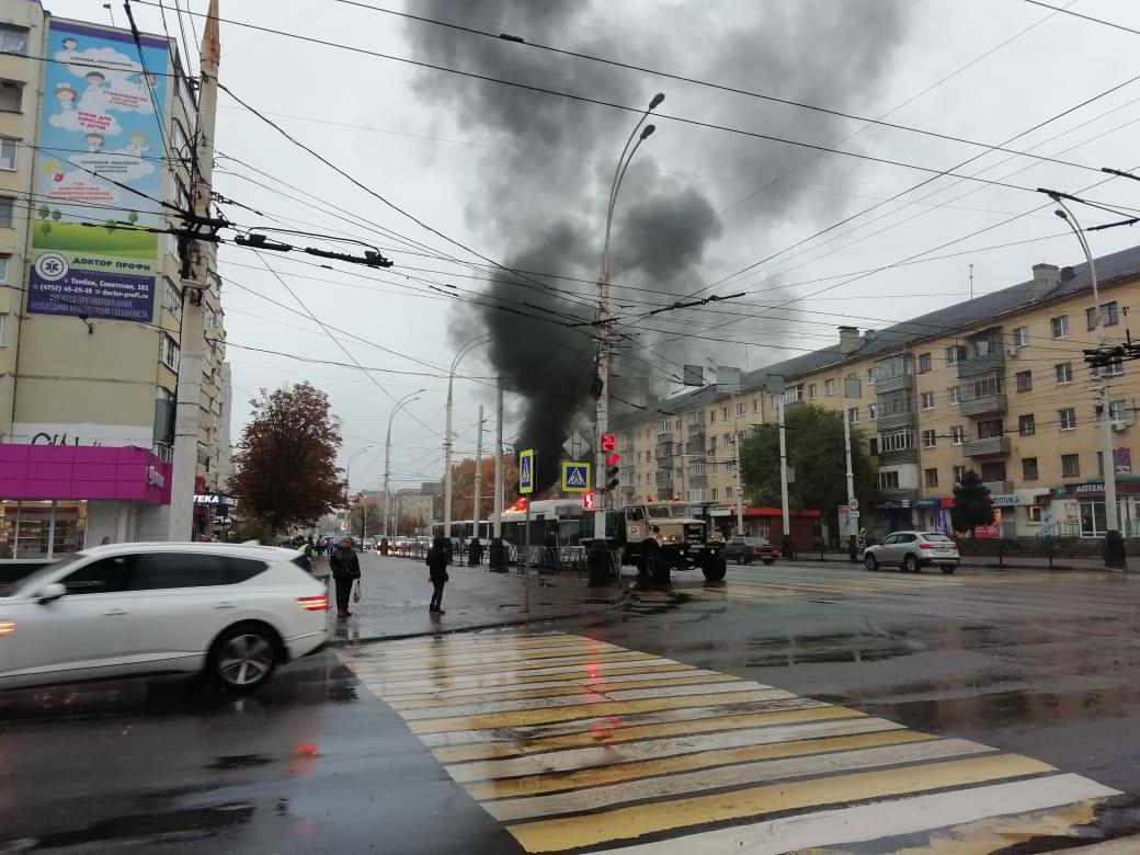 В центре Тамбова загорелся пассажирский автобус