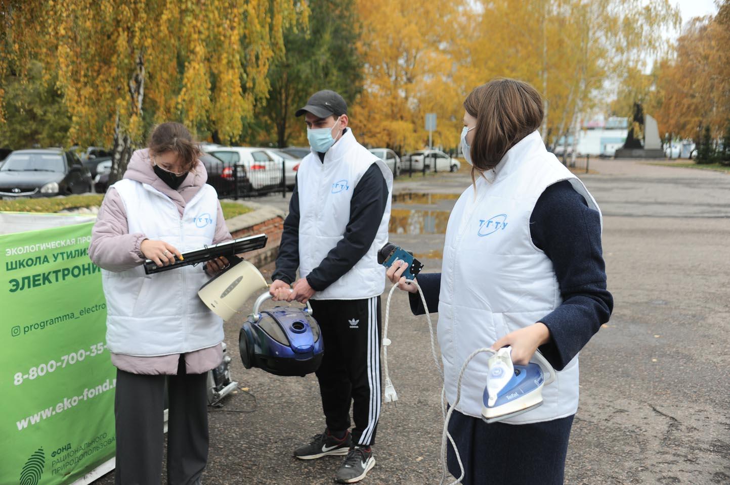 Волонтёры ТГТУ собрали старые электроприборы для переработки на Тамбовском экологическом комбинате