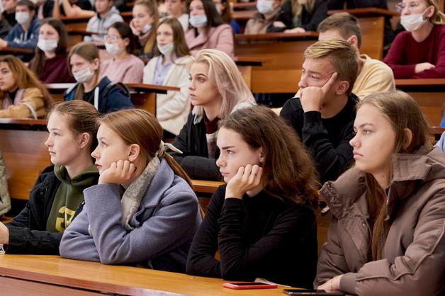 Выпускник Державинского учредил стипендию для студентов Института экономики, управления и сервиса