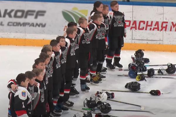 Юные хоккеисты Тамбова и Липецка устроили голевую феерию